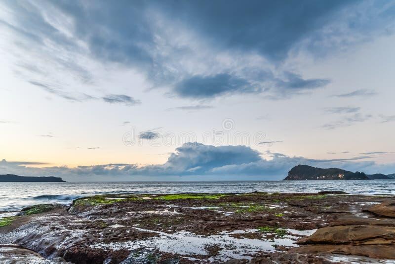 Rocky Dawn Seascape stock foto's
