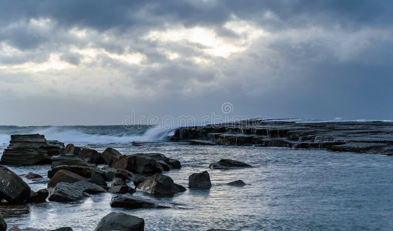 Rocky Daybreak Seascape images libres de droits