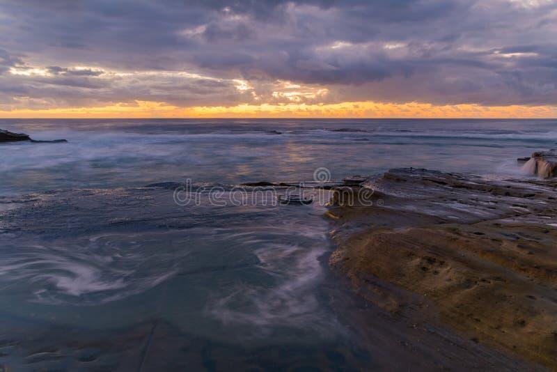 Rocky Daybreak Seascape stock foto