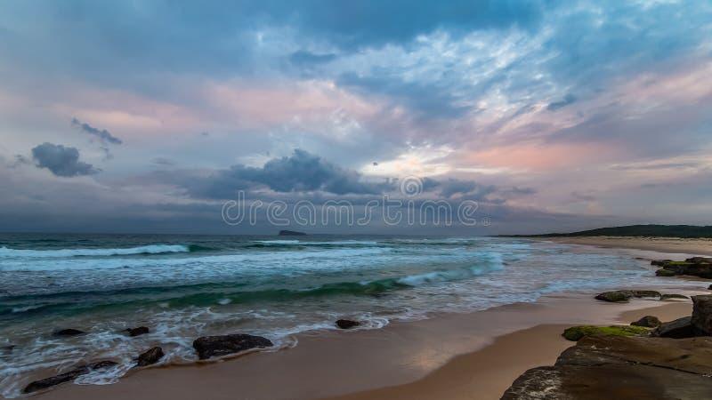 Rocky Daybreak Seascape photographie stock
