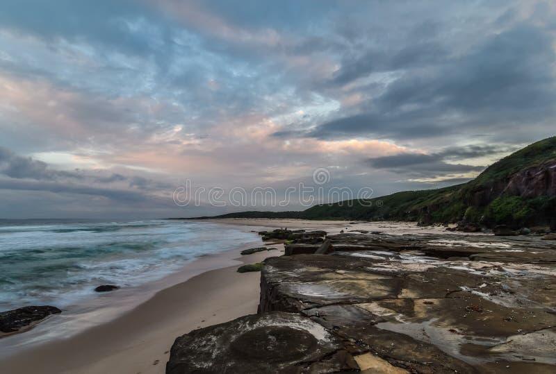 Rocky Daybreak Seascape photos libres de droits