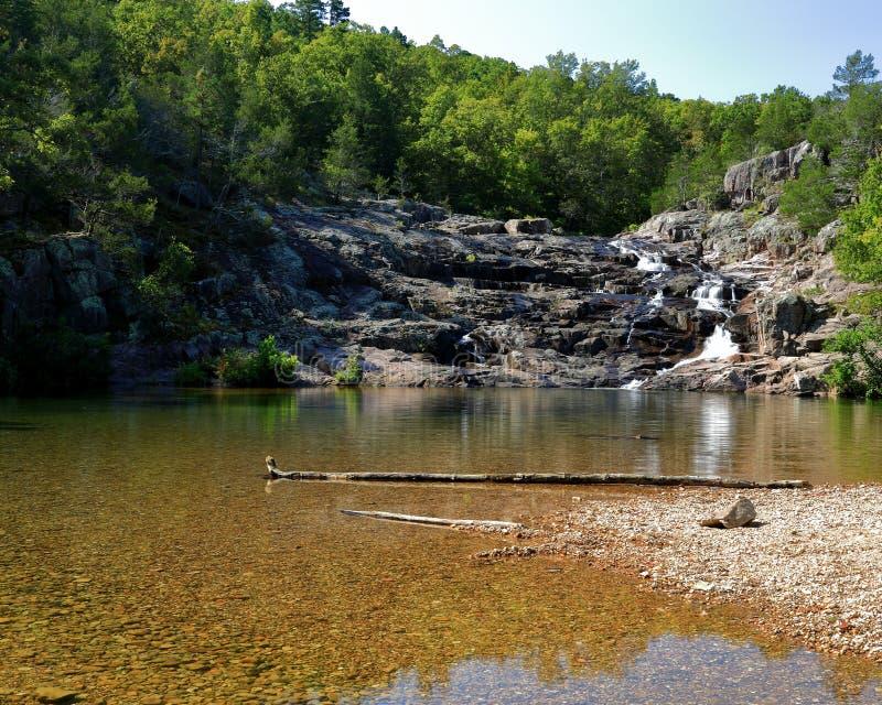 Rocky Falls parkerar i Missouri royaltyfri fotografi