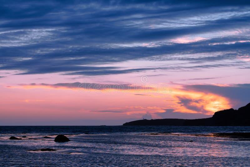 Rocky Harbour på solnedgången i Newfoundland royaltyfri foto
