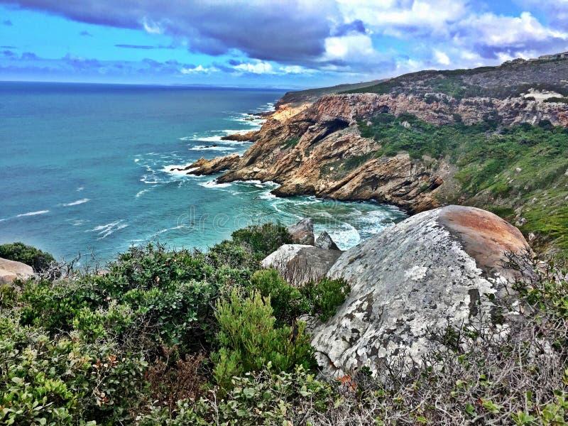 Rocky Headland en la costa de Suráfrica imagenes de archivo
