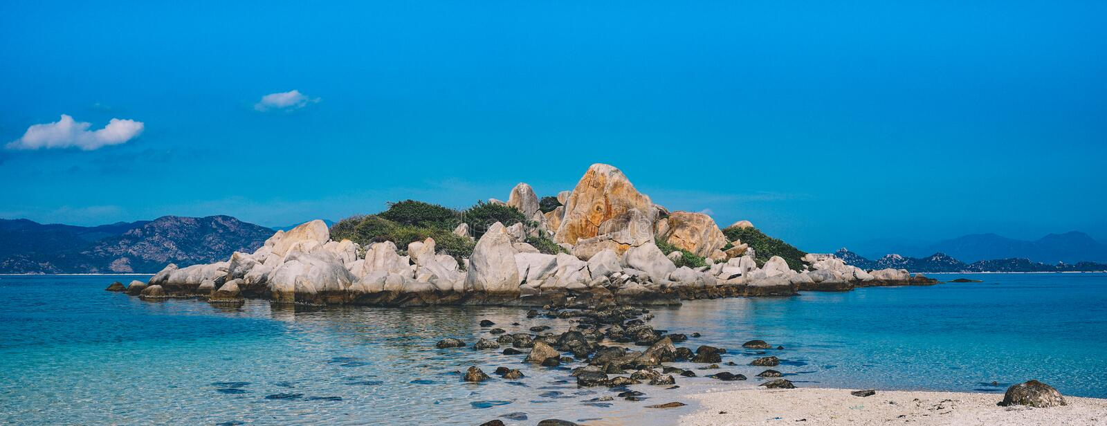 Rocky Island Surrounded By White Water Free Public Domain Cc0 Image
