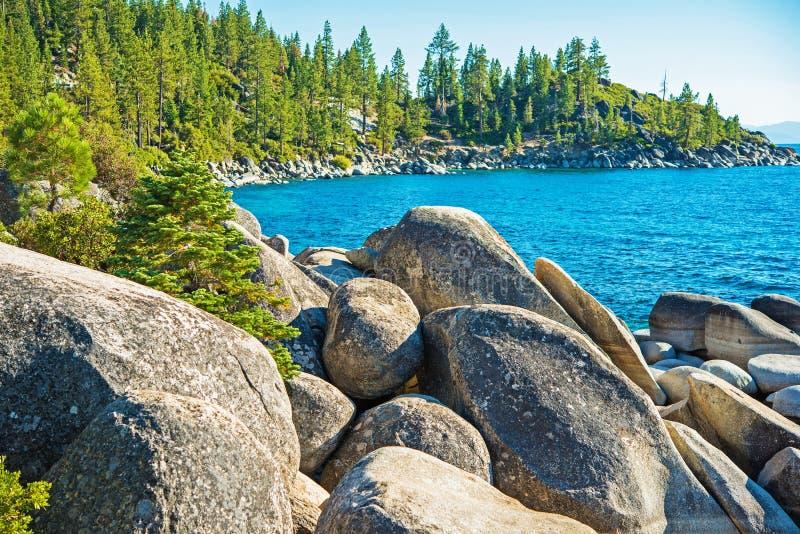 Rocky Lake Tahoe Shore fotografering för bildbyråer