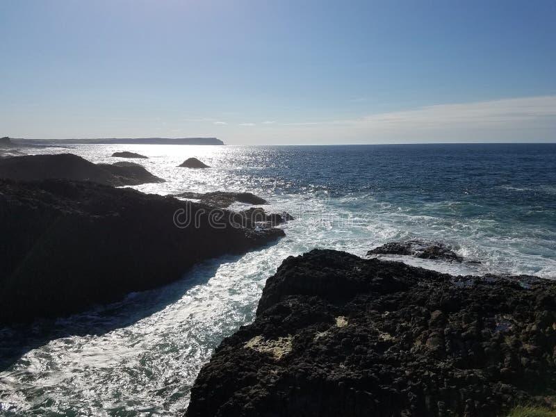 rocky linia brzegowa zdjęcia stock
