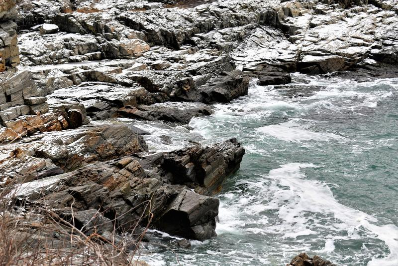 Rocky Maine Shoreline le long de fort Williams sur le cap Eiizabeth, le comt? de Cumberland, Maine, Etats-Unis Nouvelle Angleterr photographie stock
