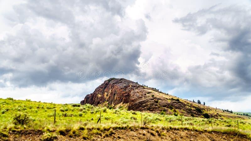 Rocky Mountain et Rolling Hills dans Nicola Valley en Colombie-Britannique, Canada photographie stock libre de droits