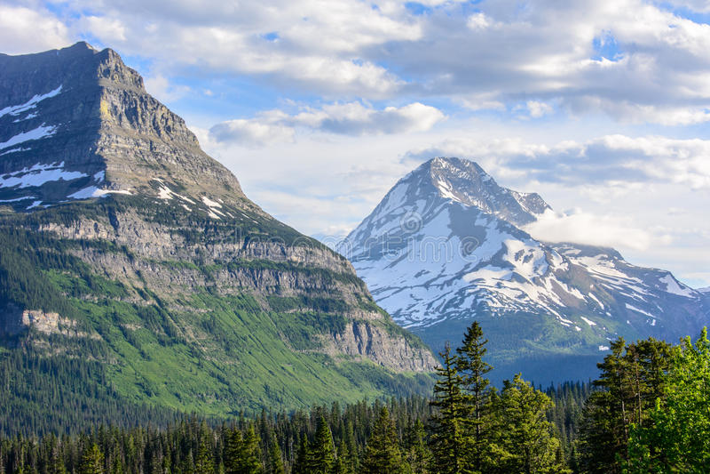 Rocky Mountain i glaciärnationalparken, Montana USA arkivfoto