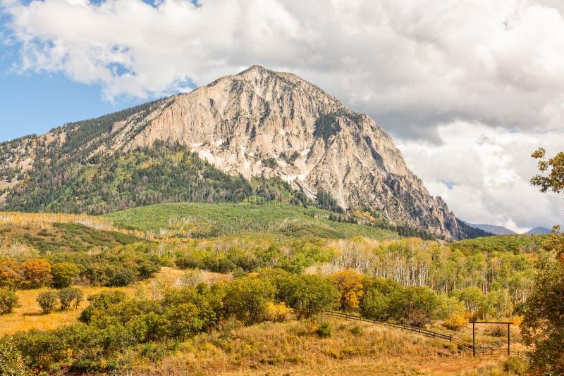 Rocky Mountain Landscape i höst arkivbild