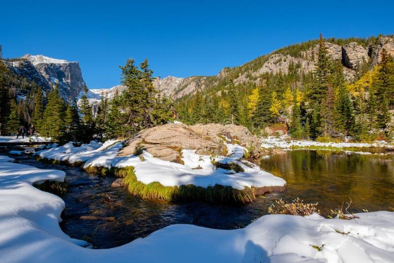 Rocky Mountain National Park i snö på hösten arkivfoton