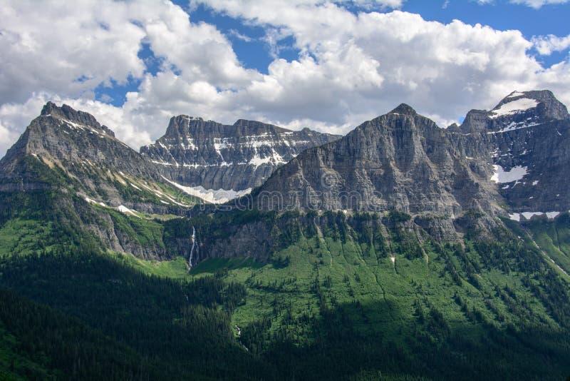 Rocky Mountain no parque nacional de geleira, Montana EUA Montanha de Oberlin e montanha do canhão imagem de stock