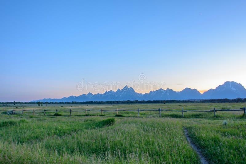 Rocky Mountains av storslagna Teton på en solnedgångbakgrund i den Wyoming staten, USA arkivbilder