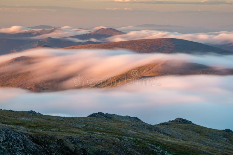 Rocky Mountains de niebla imagen de archivo libre de regalías