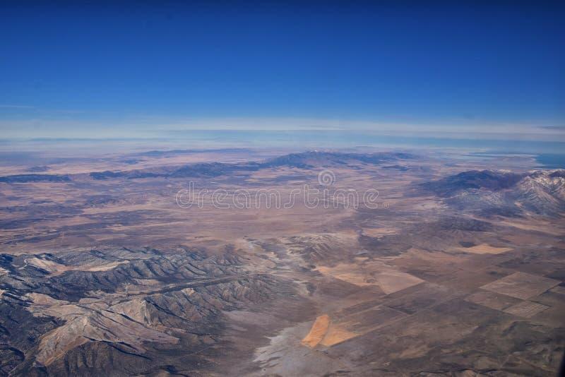 Rocky Mountains, Oquirh Räckvidds flygvyer, Wasatch Front Rock från flygplan Södra Jordanien, västra Valley, Magna och Herriman,  arkivfoton