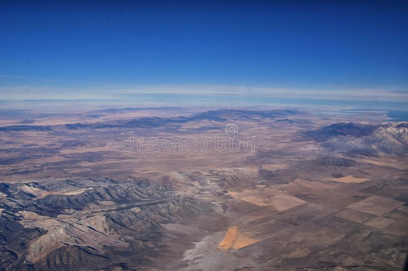 Rocky Mountains, Oquirrh range aerial views, Wasatch Front Rock van het vliegtuig Zuid-Jordanië, West-Valley, Magna en Herriman d stock foto's