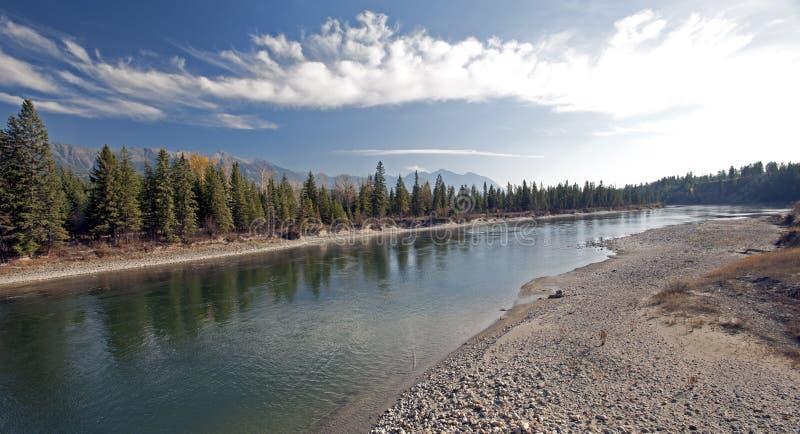 Rocky Mountains und Kootenay Fluss lizenzfreie stockfotografie