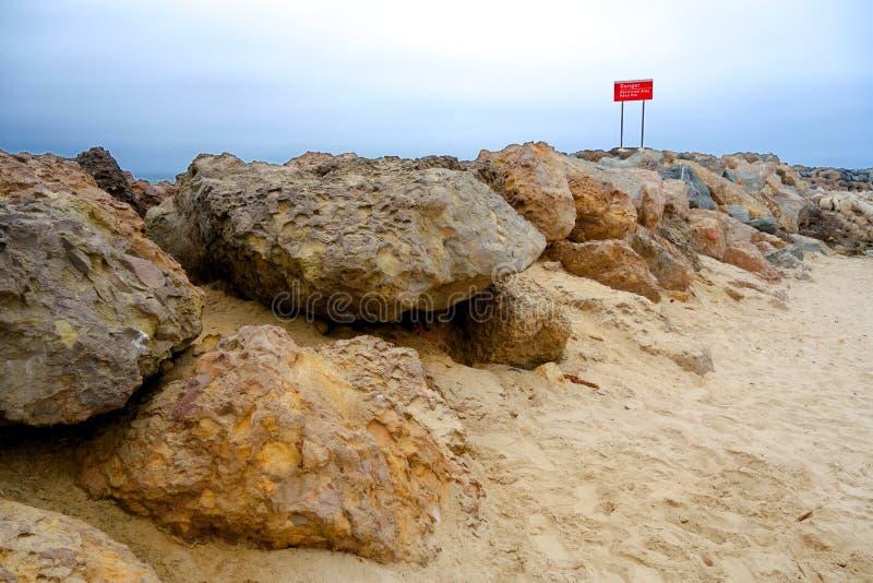Rocky Pier dangereux, Ventura, CA photographie stock