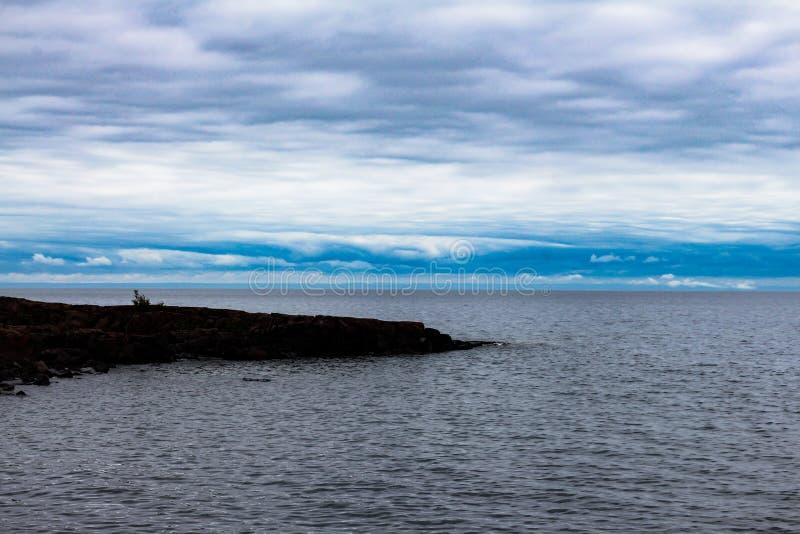 Rocky Point sul lago Superiore vicino a due porti fotografia stock libera da diritti