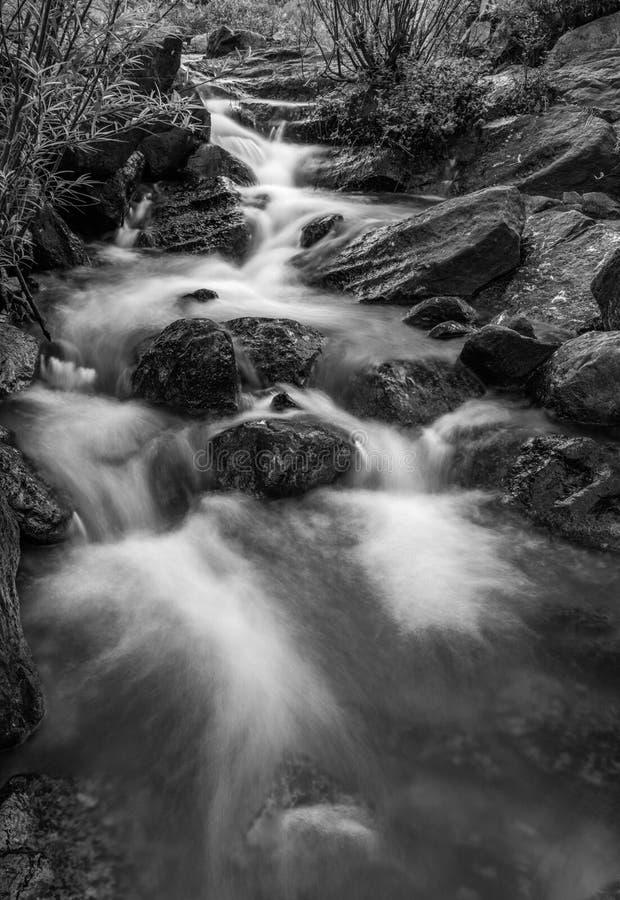Rocky River Black And White fotografia stock libera da diritti