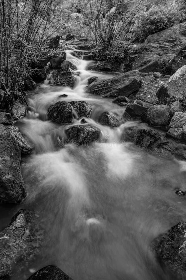 Rocky River Black And White fotografie stock libere da diritti