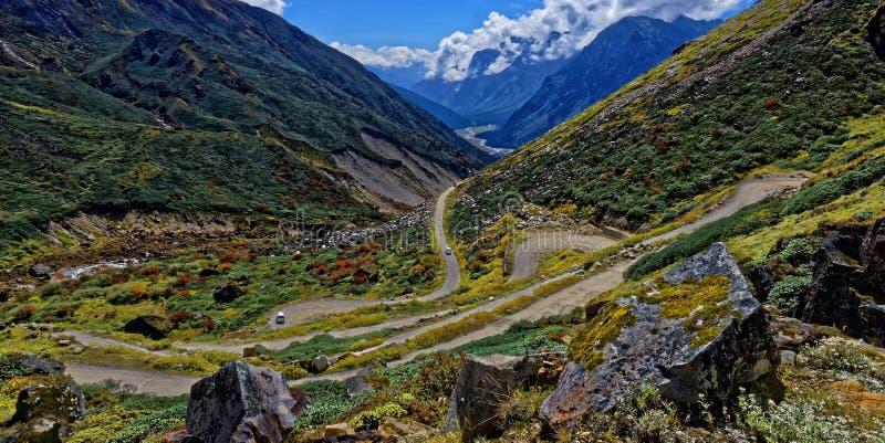 Rocky Roads do vale de Yamthung imagem de stock