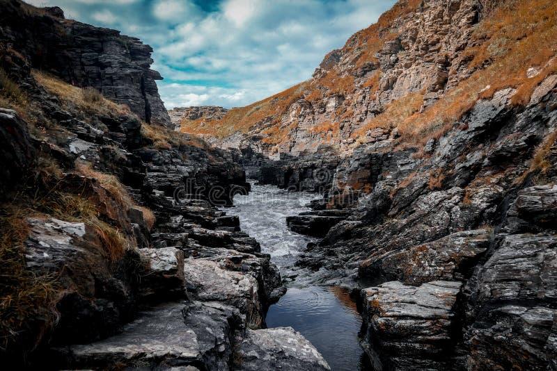Rocky Sea Valley, Cornwall-Küste stockfoto
