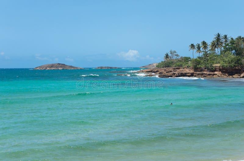 Rocky Shoreline e islas de Puerto Rico foto de archivo libre de regalías