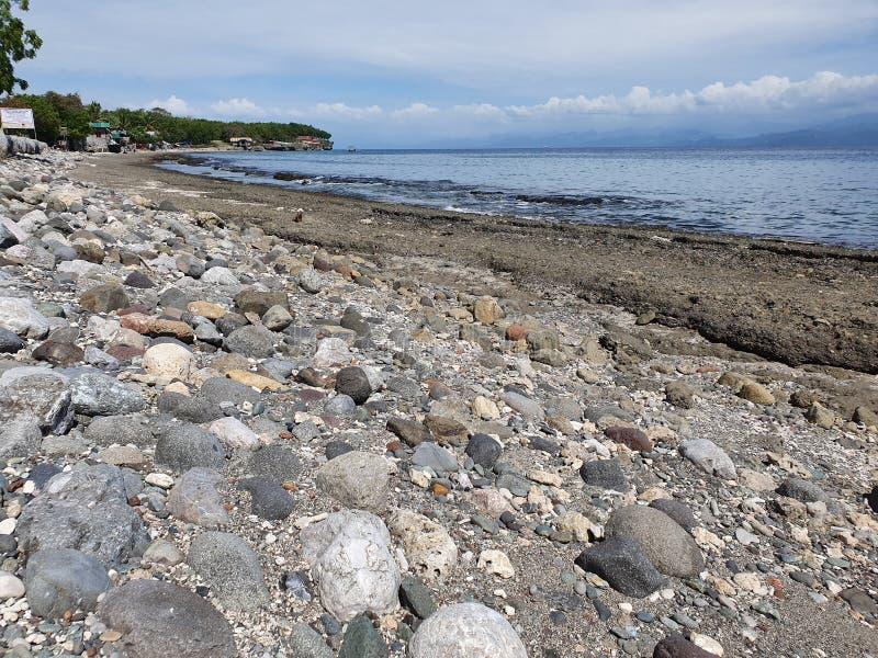 Rocky Shoreline z Maasim, prowincja Sarangani na Filipinach zdjęcia royalty free