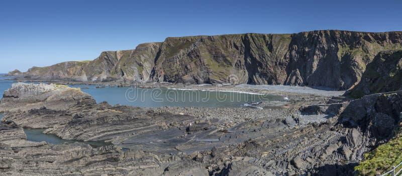 Rocky Shores in einer Bucht stockfoto