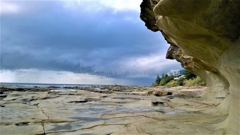 Rocky Surface en el Enterance en Australia fotografía de archivo libre de regalías