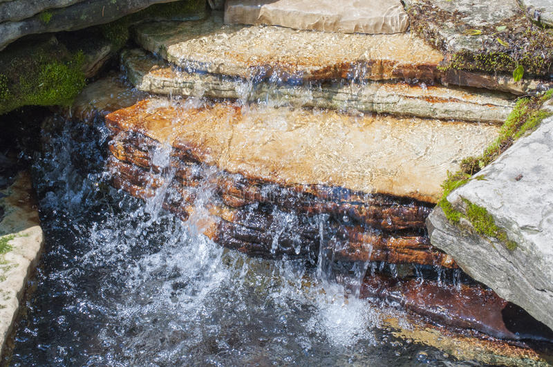 Rocky Tranquil Waterfall photos libres de droits