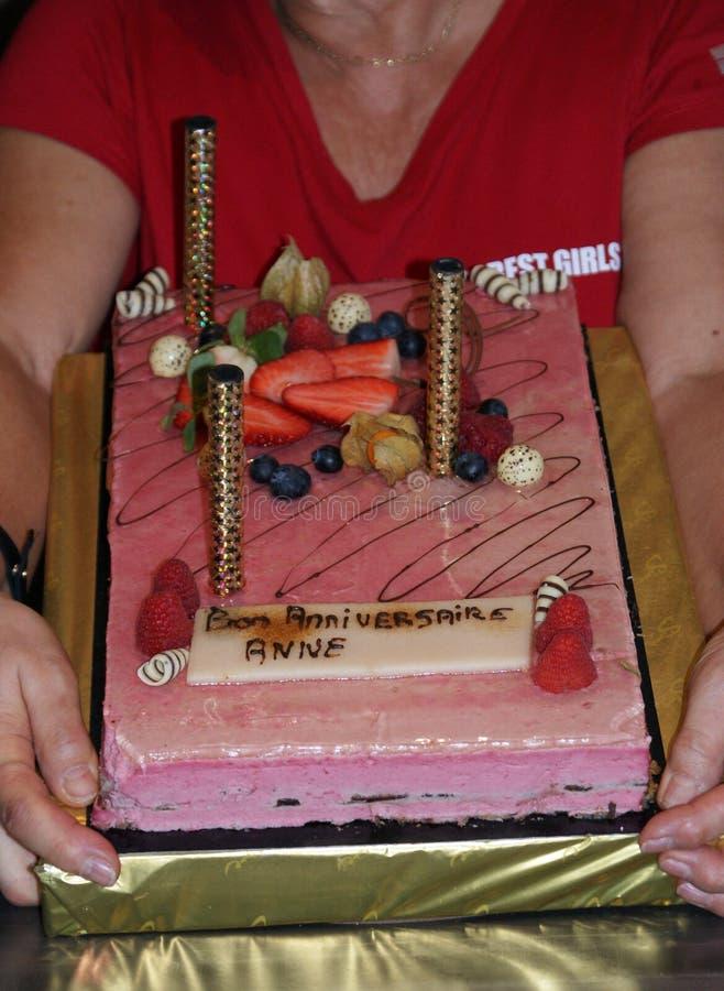 Rocznica tort z świeżą owoc zdjęcia stock