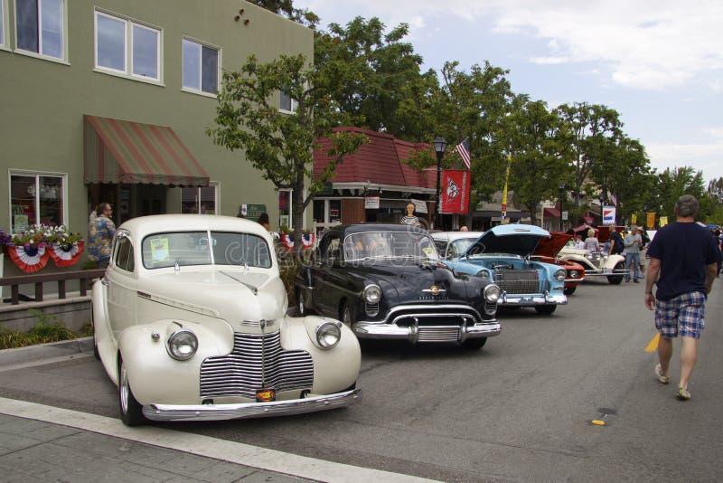 Roczników Amerykańscy samochody przy car show fotografia royalty free