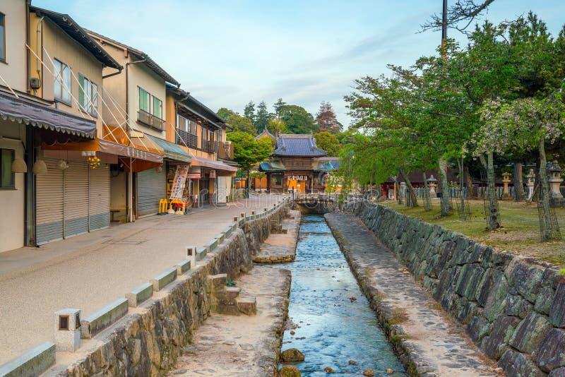 Roczników budynki blisko Itukashima świątyni na Miyajima, Hiroszima fotografia stock