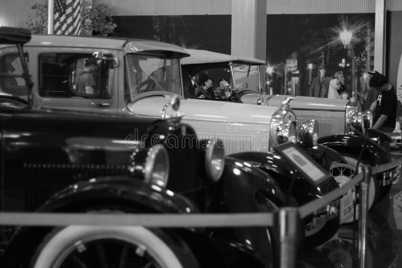 Roczników samochody uszeregowywają miło fotografia royalty free