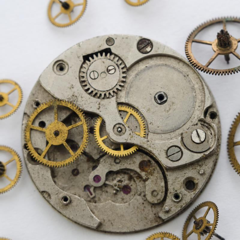 Rocznik łamający clockwork na białym tle obraz stock