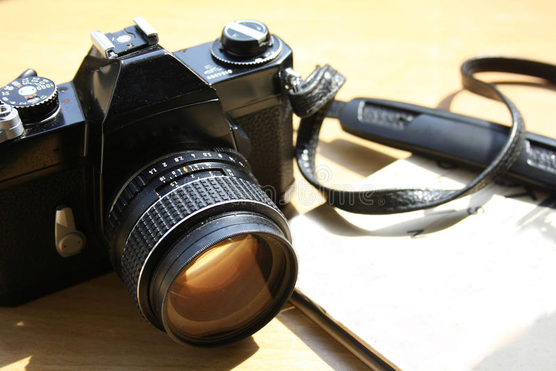 Rocznik 35 mm fotografii ekranowa kamera zdjęcie stock