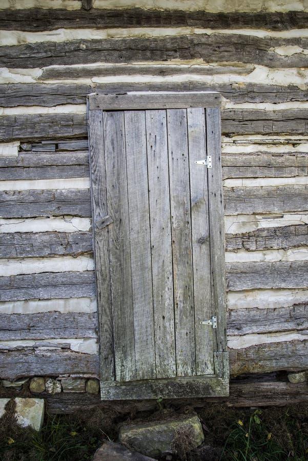 Rocznik beli kabinowy drzwi obrazy stock
