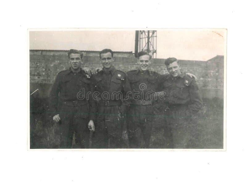 Rocznik czarny i biały fotografia R e M E wojskowy w mundurze przy Osmaston Koszarują, derby, UK 1943 Żadny Ja T T C obrazy royalty free
