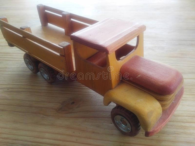 Rocznik drewniana ciężarówka obraz stock