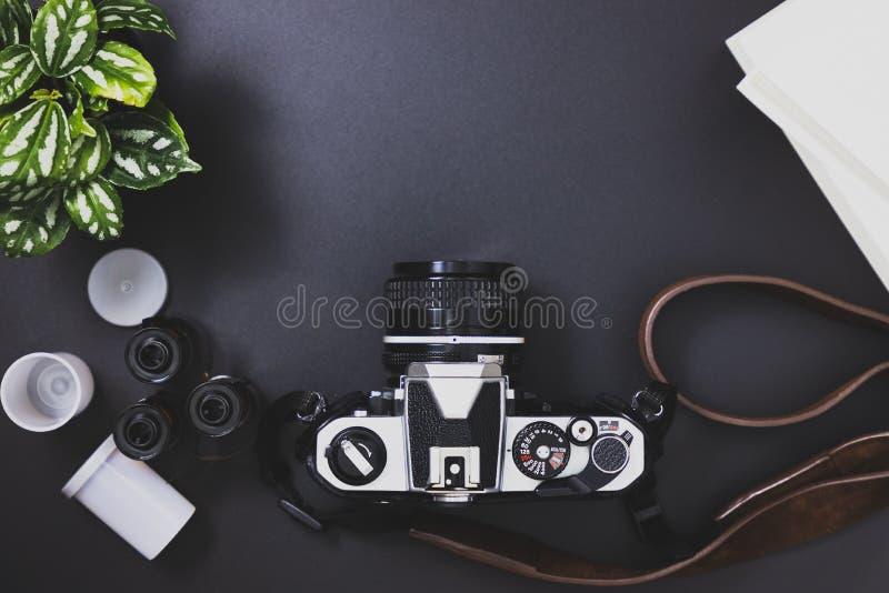 Rocznik ekranowe kamery i ekranowe rolki, książki, drzewa obrazy stock