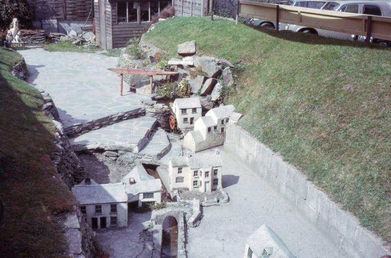 Rocznik fotografia 1963 Miniaturowa wioska w Cornwall, UK zdjęcia stock
