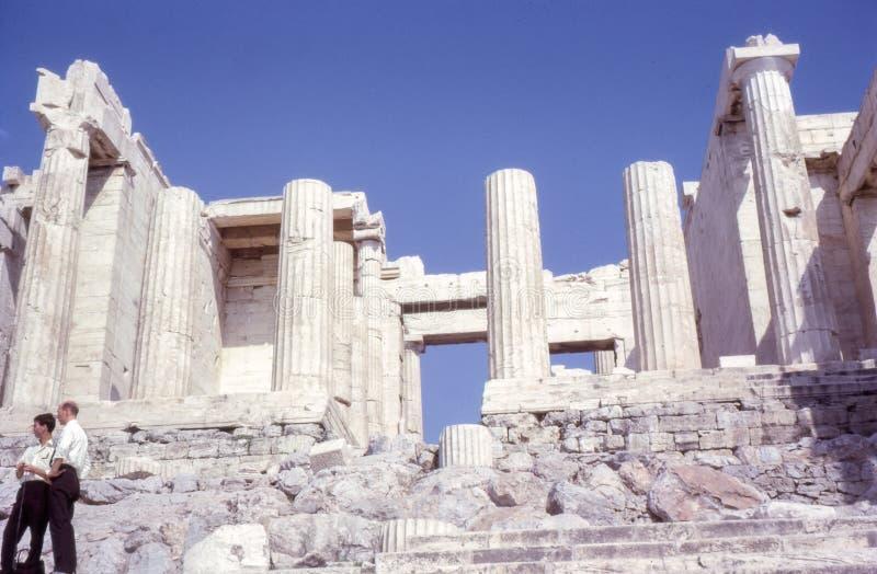 Rocznik fotografia około 1960s, Propylaea, akropolu wejście, Ateny Grecja zdjęcia royalty free