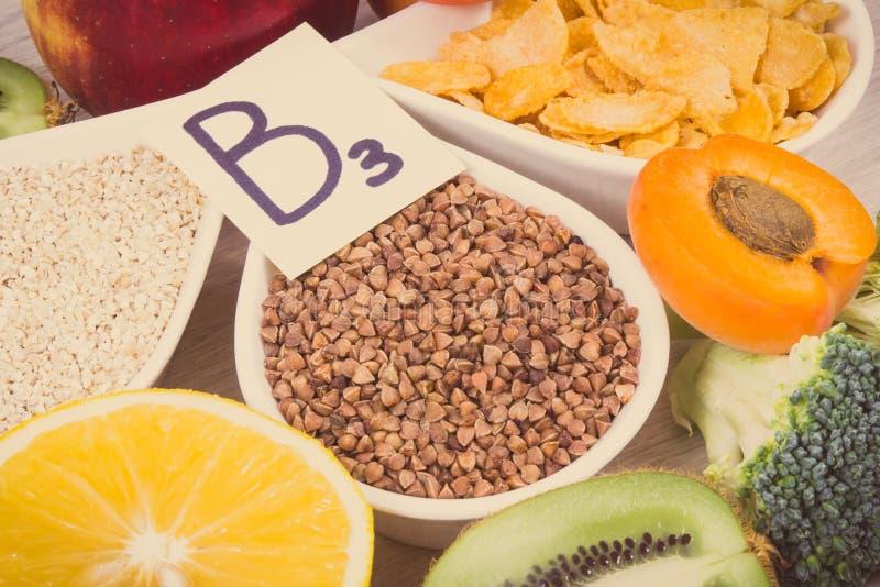 Rocznik fotografia, składniki i produkty zawiera, witaminę B3 i inne naturalne kopaliny, zdrowy odżywiania pojęcie fotografia royalty free