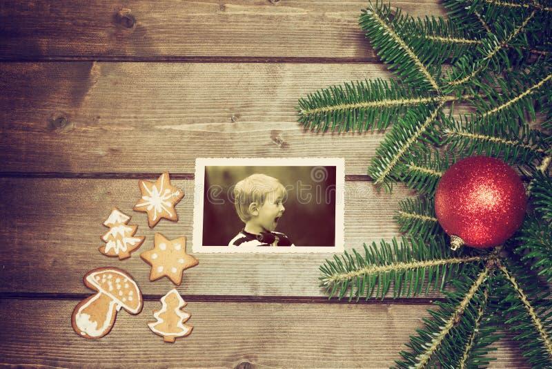 Rocznik fotografia zdziwiona blondynki chłopiec obraz stock