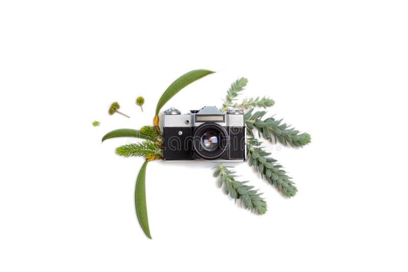 Rocznik fotografii retro kamera na białym tle, mieszkanie nieatutowy styl w obrazy stock