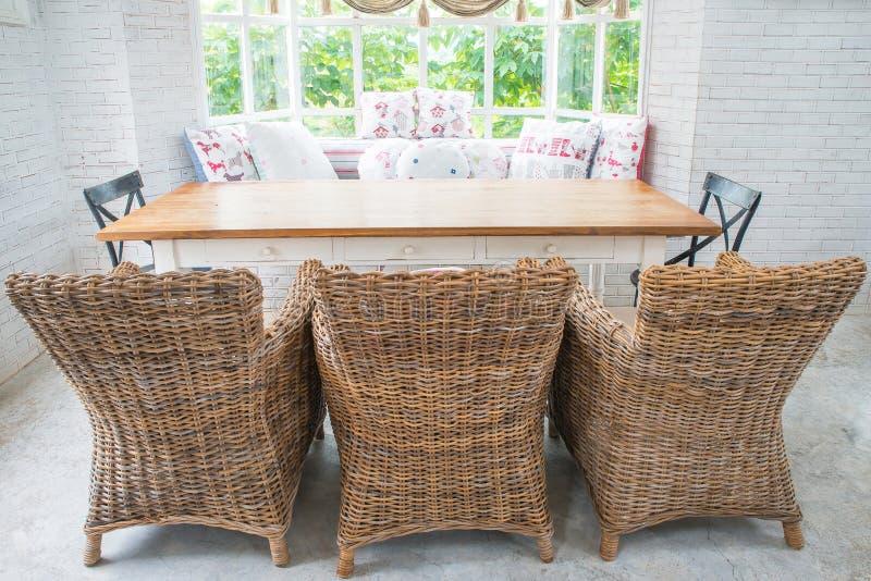 Rocznik kanapa tkanka w angielskim stylowym żywym pokoju fotografia stock