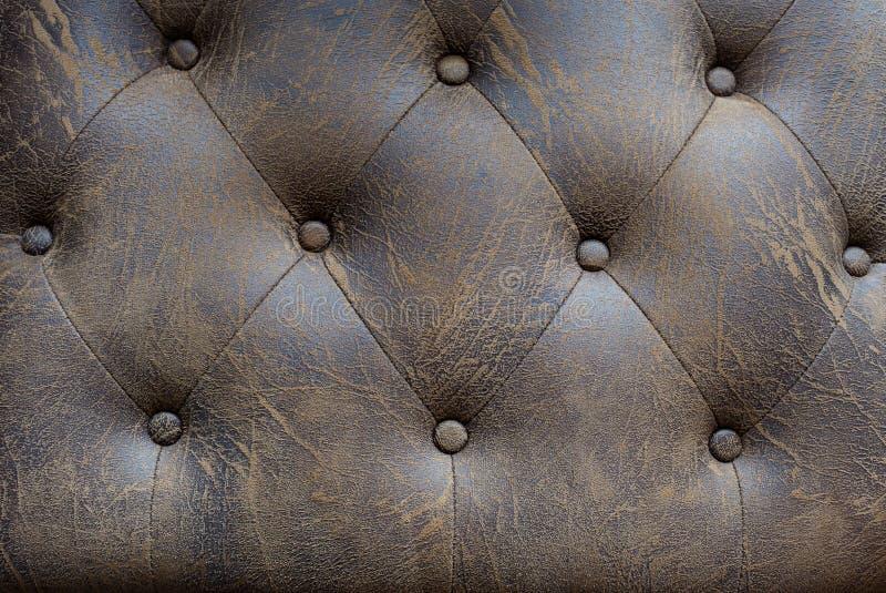 Rocznik kanapy brown rzemienny guzik dla textured tła obraz stock